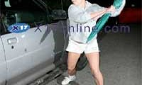 "Britney Spears ""agarra a golpes"" un carro / auto [video]"